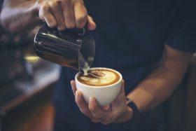 melk bereiden cappuccino